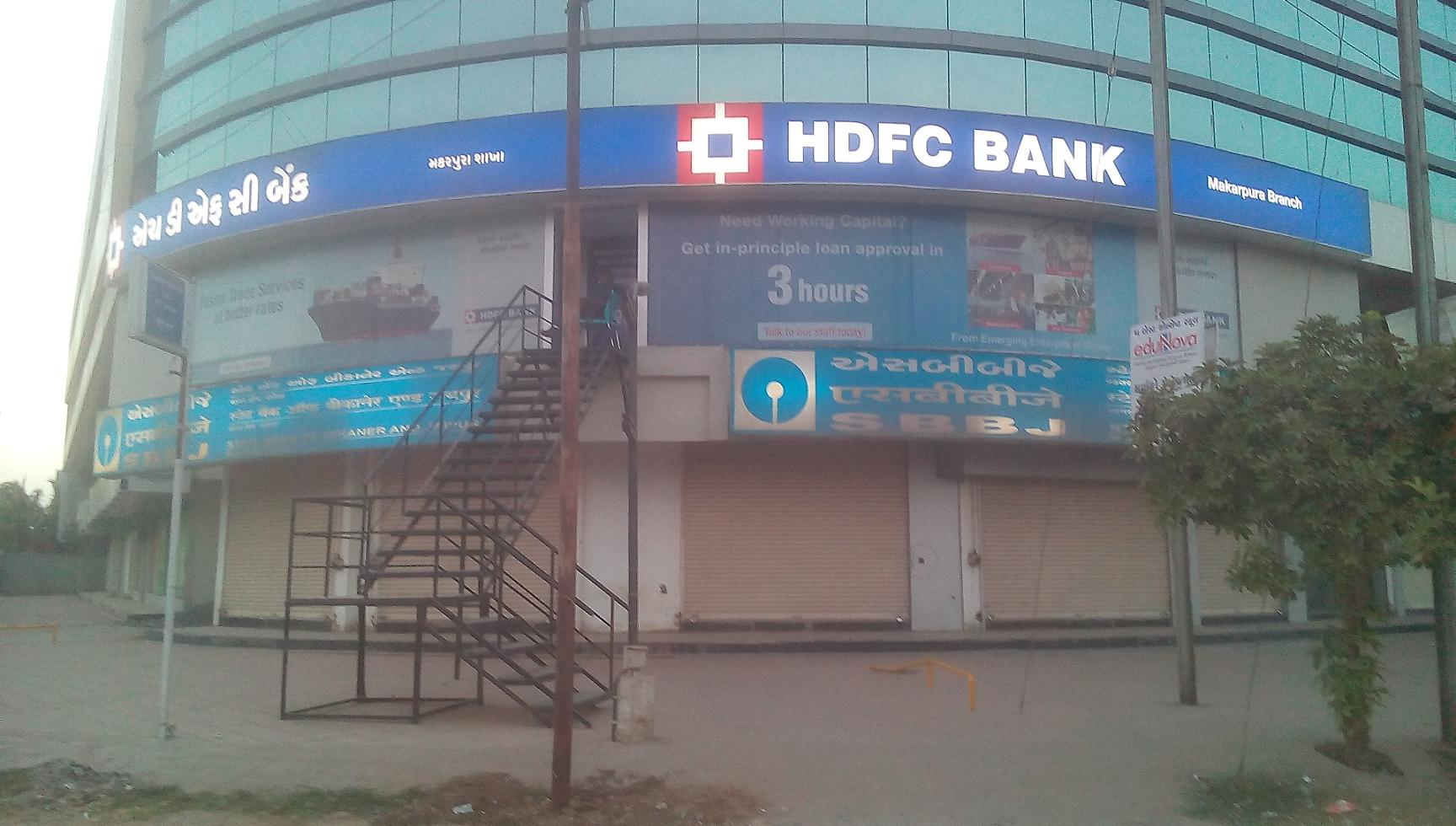 HDFC Bank Vadsar Branch do not having Ramp and Special Parking for Divayng Citizen To access this Branch and ATM Divayang Sr citizen Pregant have to climb more than 40 steps staircases in iron ladder it is difficult for normal citizen in summer