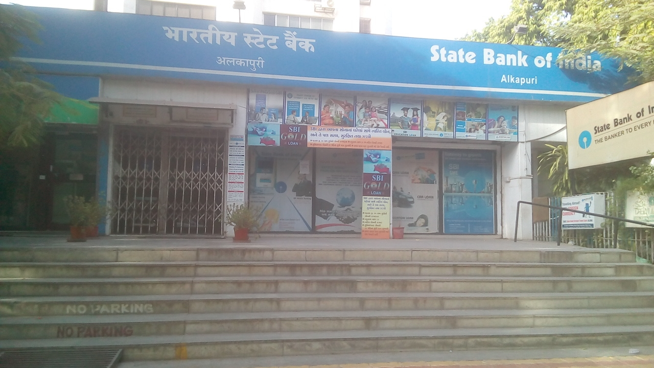 SBI Alkapuri Branch having Ramp but it is improper for all Divang including Wheelchair user as well as 6 steps to climb for divyang it is also inaccessible